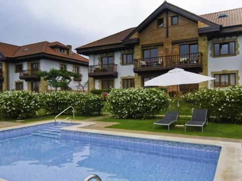 CANTABRIA: Amazing apartments with swimmingpool only 5 min. walk from the city